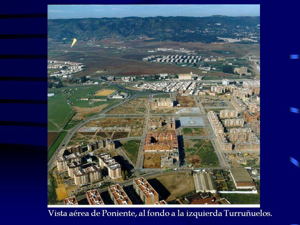 Vista aérea de Poniente, al fondo a la izquierda Turruñuelos.