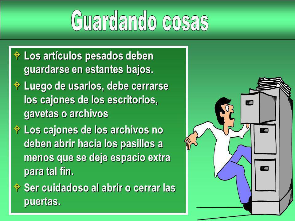 W Los artículos pesados deben guardarse en estantes bajos. W Luego de usarlos, debe cerrarse los cajones de los escritorios, gavetas o archivos W Los