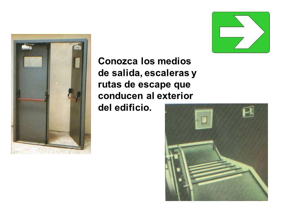 Conozca los medios de salida, escaleras y rutas de escape que conducen al exterior del edificio.