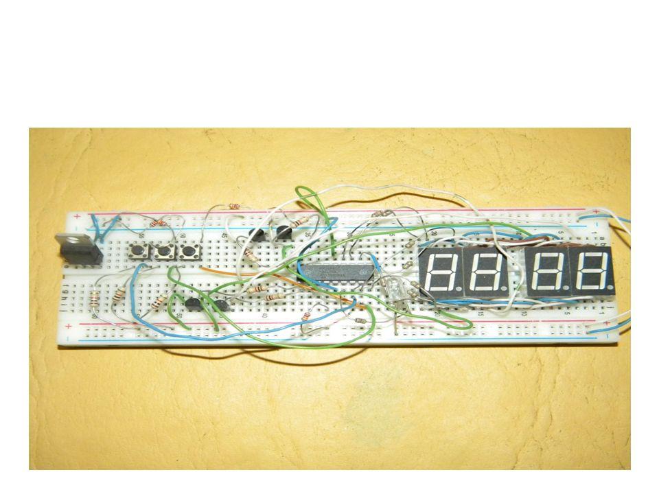 Un microcontrolador es un computador completo, aunque de limitadas prestaciones, que está contenido en el chip de un circuito integrado y se destina a gobernar una sola tarea.
