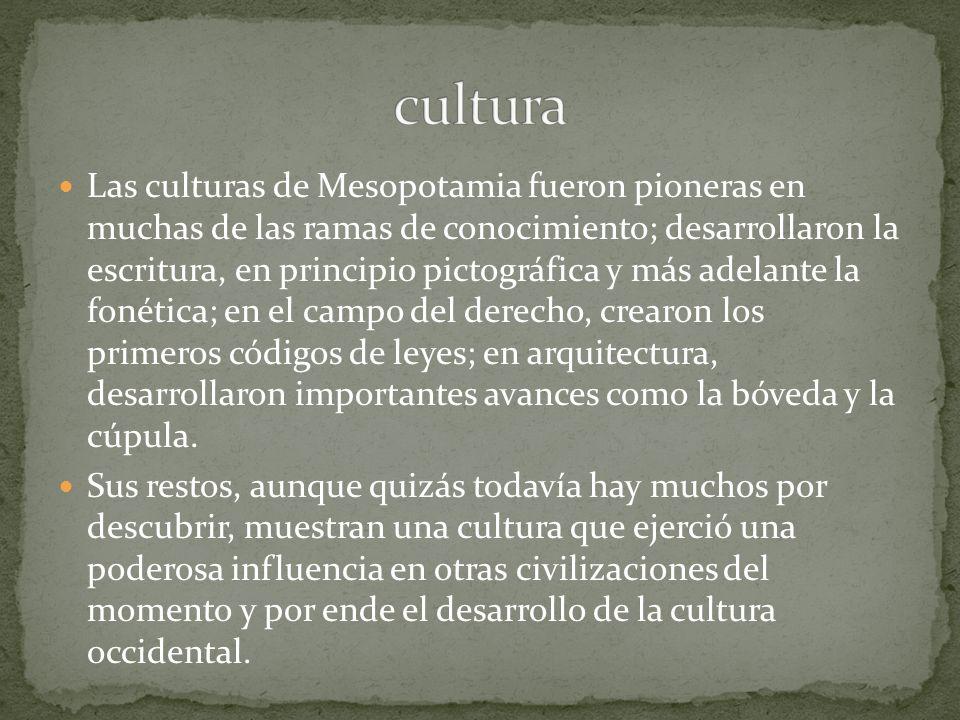 d) Las Tumbas: Desde el punto de vista arquitectónico, la tumba no ofrece gran interés, pues es un simple hipogeo con bóveda de ladrillo y varias cámaras, que se manifiesta al exterior por algún pequeño monumento sin valor artístico.