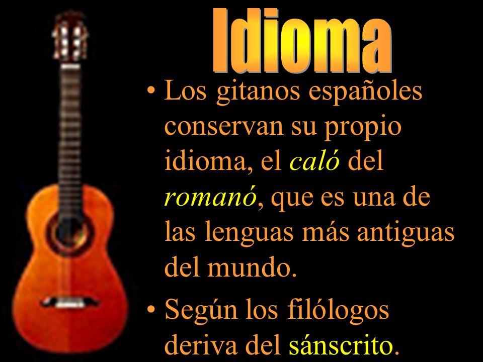 Los gitanos españoles conservan su propio idioma, el caló del romanó, que es una de las lenguas más antiguas del mundo. Según los filólogos deriva del