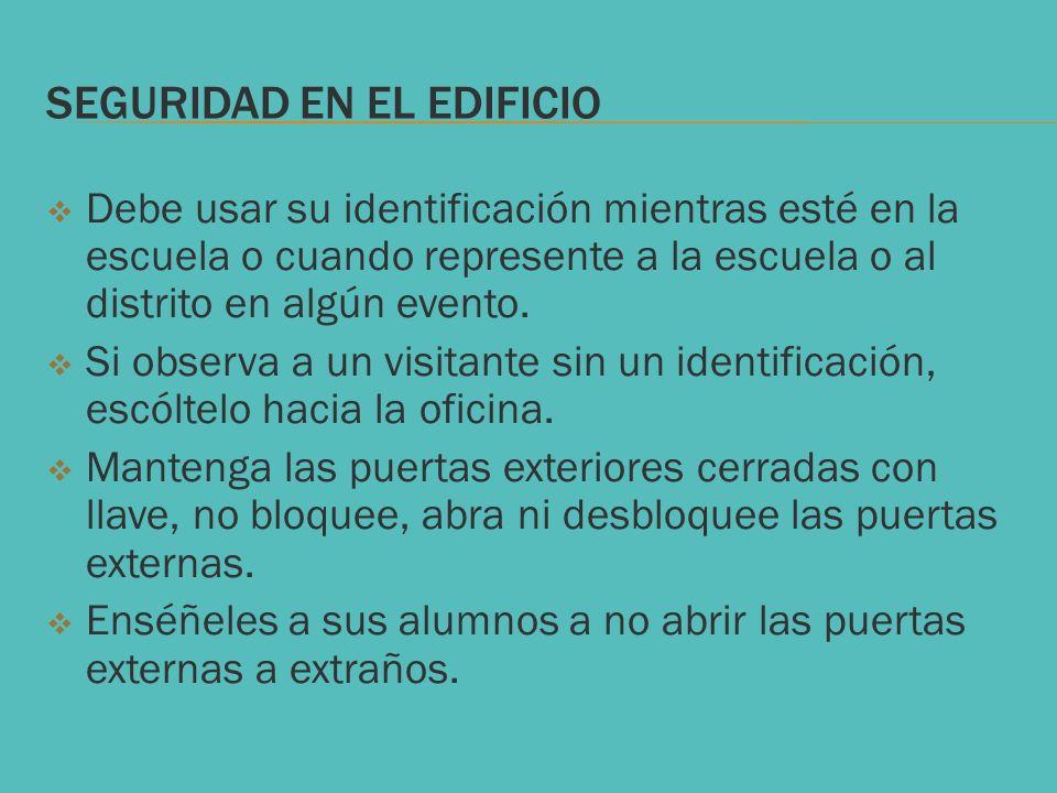 SEGURIDAD EN EL EDIFICIO Debe usar su identificación mientras esté en la escuela o cuando represente a la escuela o al distrito en algún evento. Si ob
