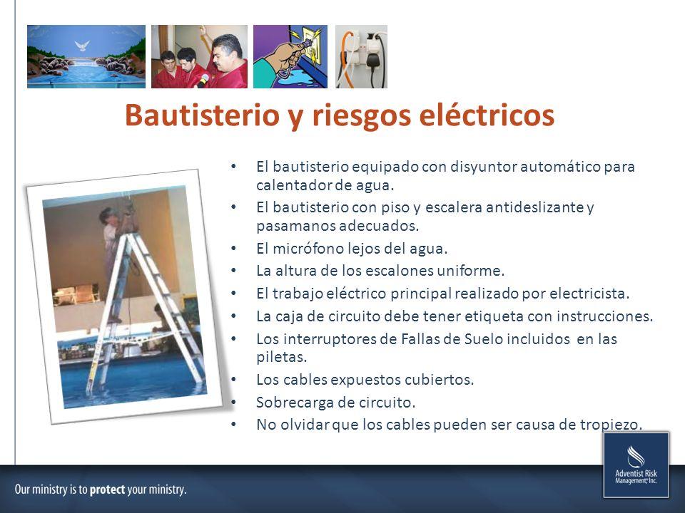 Bautisterio y riesgos eléctricos El bautisterio equipado con disyuntor automático para calentador de agua. El bautisterio con piso y escalera antidesl
