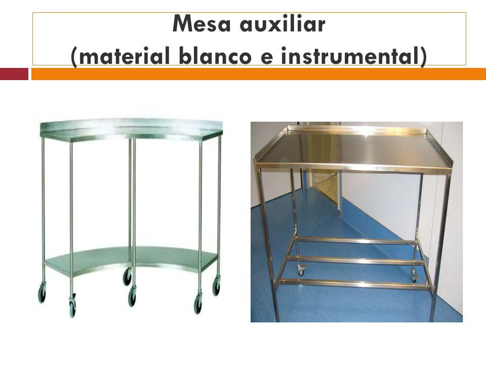 Mesa auxiliar (material blanco e instrumental)