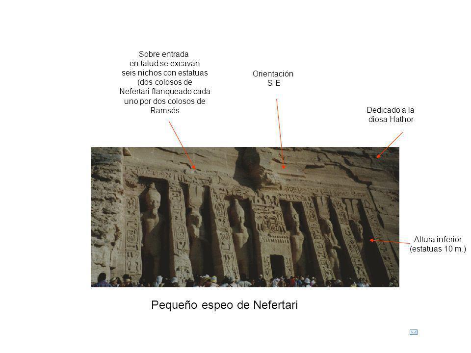 Pequeño espeo de Nefertari Dedicado a la diosa Hathor Sobre entrada en talud se excavan seis nichos con estatuas (dos colosos de Nefertari flanqueado