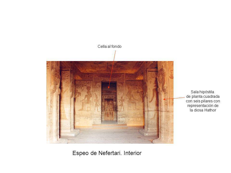 Espeo de Nefertari. Interior Sala hipóstila de planta cuadrada con seis pilares con representación de la diosa Hathor Cella al fondo