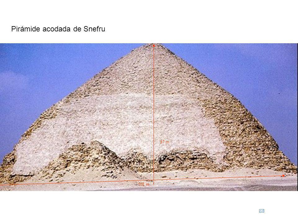 Pirámide acodada de Snefru 188 m. 97 m.
