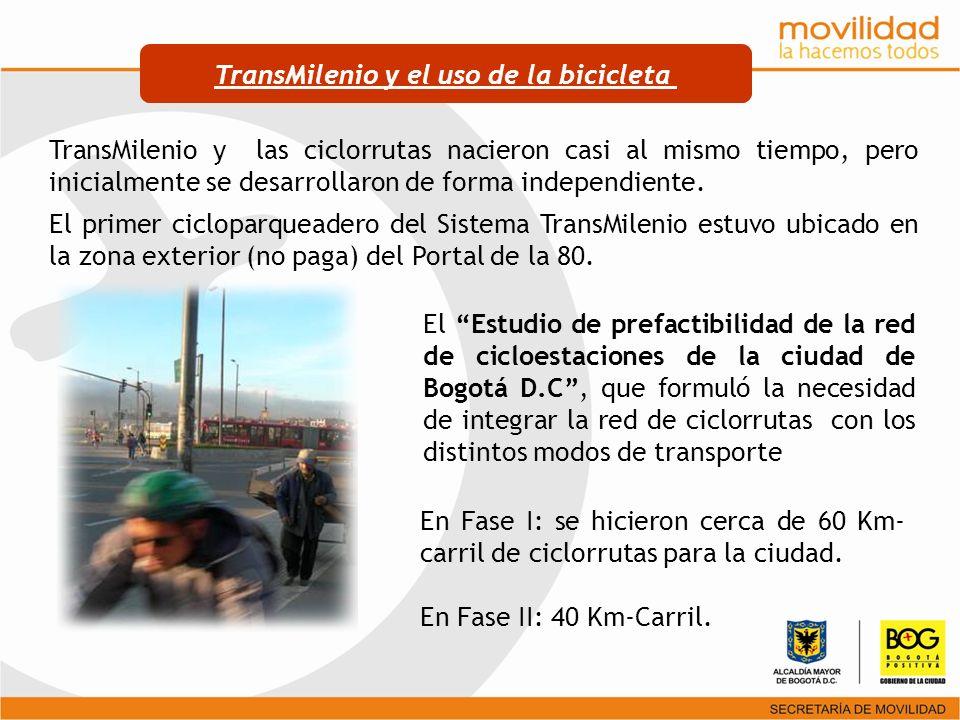TransMilenio y las ciclorrutas nacieron casi al mismo tiempo, pero inicialmente se desarrollaron de forma independiente. El primer cicloparqueadero de