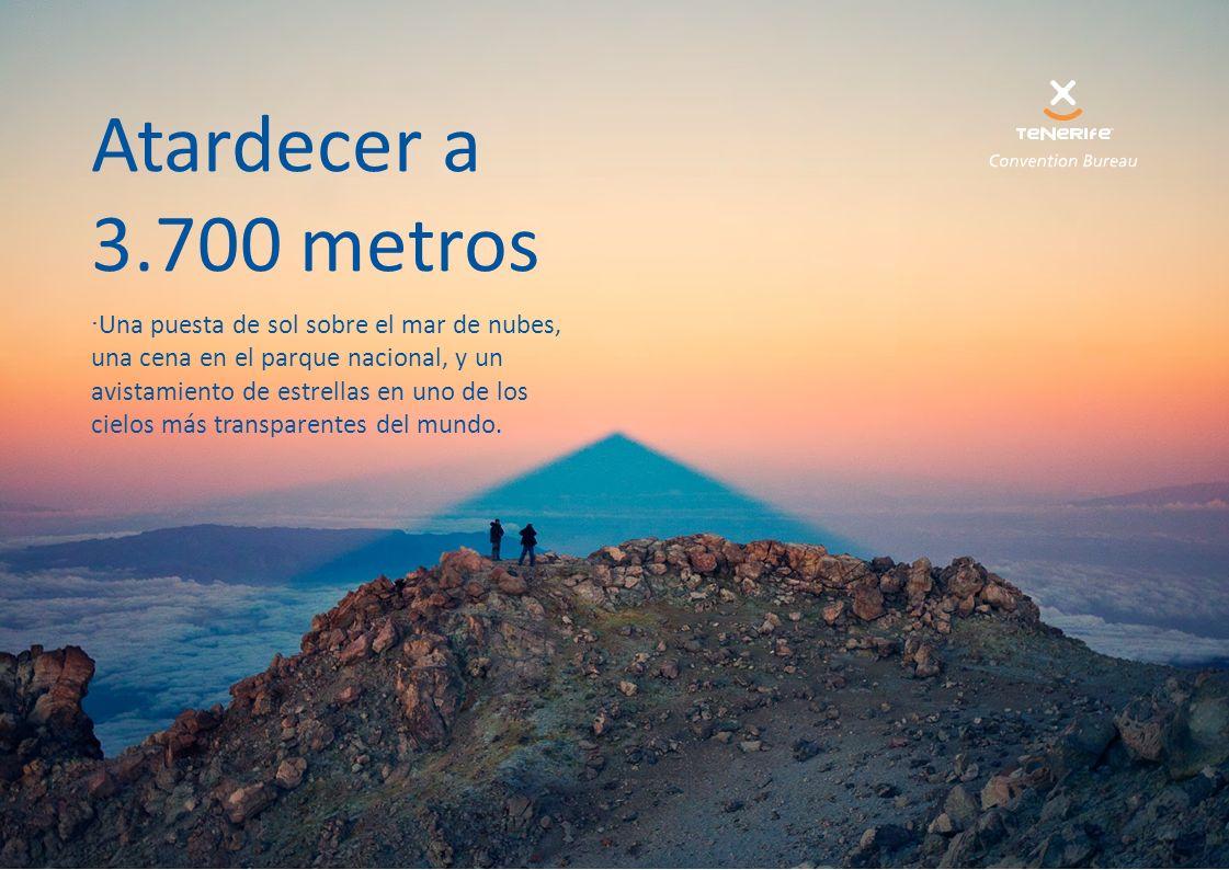Atardecer a 3.700 metros ·Una puesta de sol sobre el mar de nubes, una cena en el parque nacional, y un avistamiento de estrellas en uno de los cielos