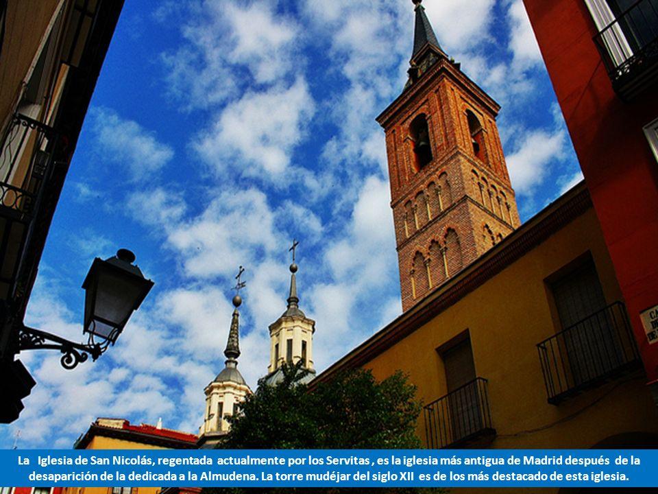 Esta es la Iglesia de Santa María que dio nombre al Arco que se abrió en la muralla de Madrid para entrar al recinto de la Almudayna. El Arco tuvo que