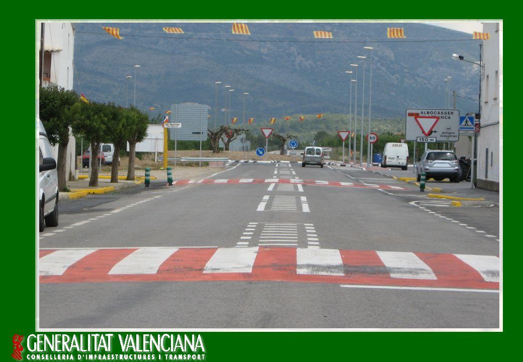 Servicio de Seguridad Vial Francisco Soria Campos Experiencias en Travesías y Zona Urbana SEGURIDAD VIAL EN ZONA URBANA: MODERACIÓN DE LA VELOCIDAD 11