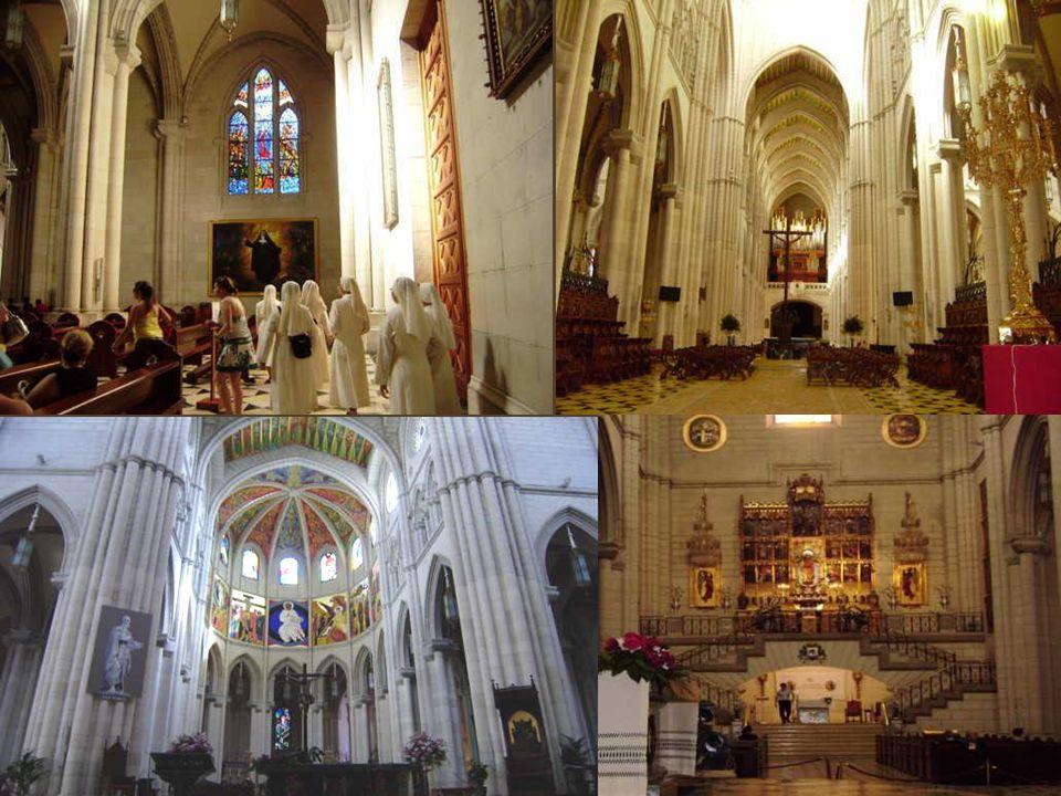 la historia de la Virgen de la Almudena. La leyenda nos cuenta que tras la conquista de Madrid por el rey Alfonso VI, en noviembre de 1085, comenzó la