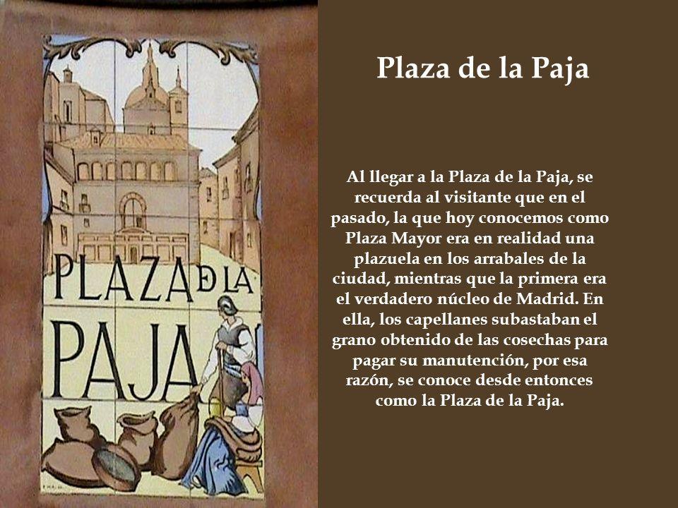 Junto a la Plaza del Alamillo comienza la calle del Toro que no fue nombrada así por los encierros que en siglos pasados se celebraron en ese barrio,