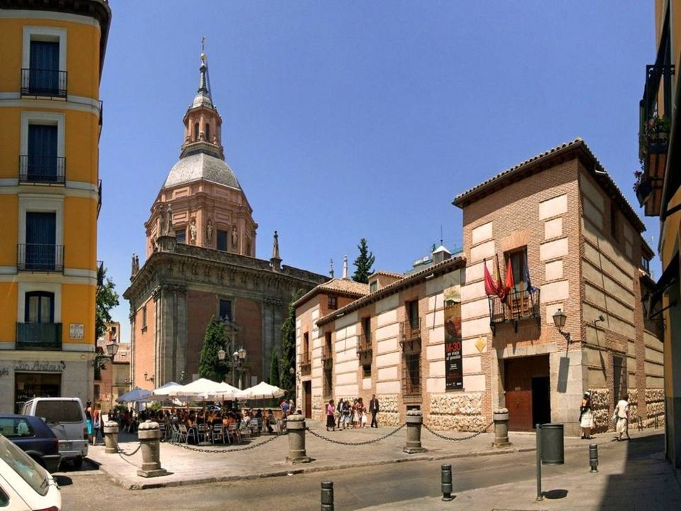 En la Plaza de San Andrés, nos encontramos la iglesia que da nombre a esta plaza, la Iglesia de San Andrés. En esta plaza se alzaba, en la época del m