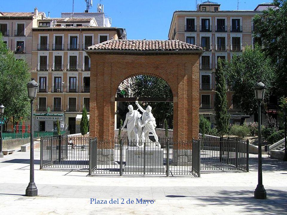 Monumento a Daoiz y Velarde, oficiales de Artilleria del cuartel de Monteleón. Se sumaron al levantamiento del 2 de Mayo de 1808. Plaza del 2 de Mayo.