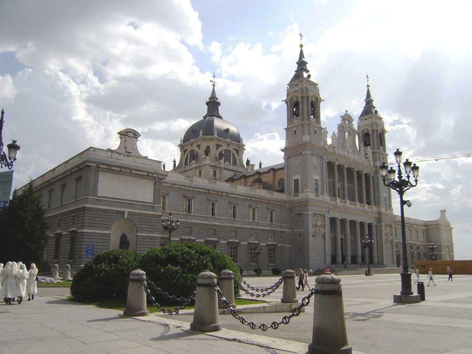 la historia de la Virgen de la Almudena.