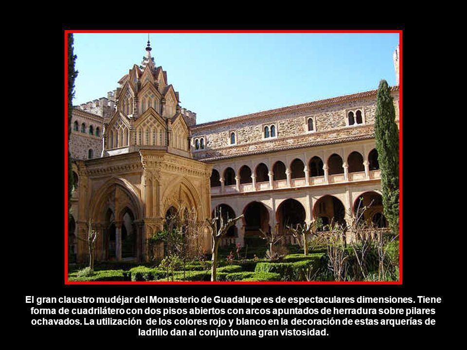 Forma un edificio casi cuadrado. Fue construido en el siglo XIV durante el priorato del padre Yáñez (1389-1412). Tiene dos plantas de forma irregular,