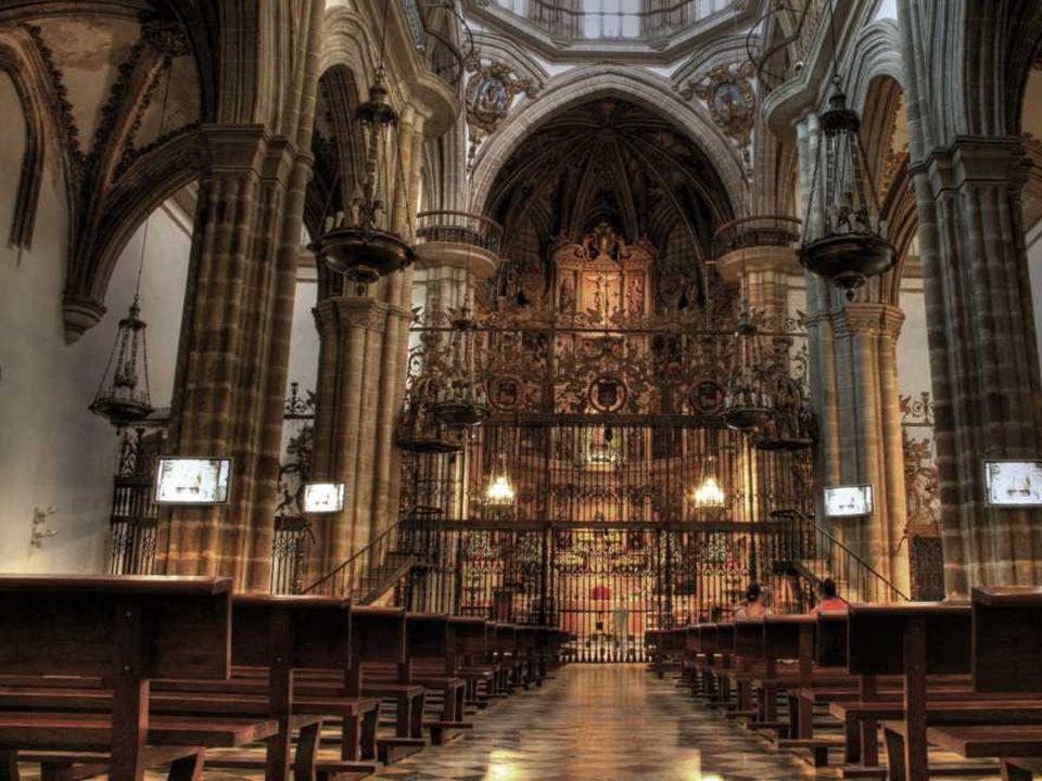 Escritorio donado por Felipe II en 1589, actual sagrario del altar mayor.