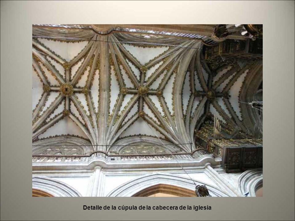 Coro. Atril de bronce con Cantoral miniado Facistol de bronce del siglo XVI