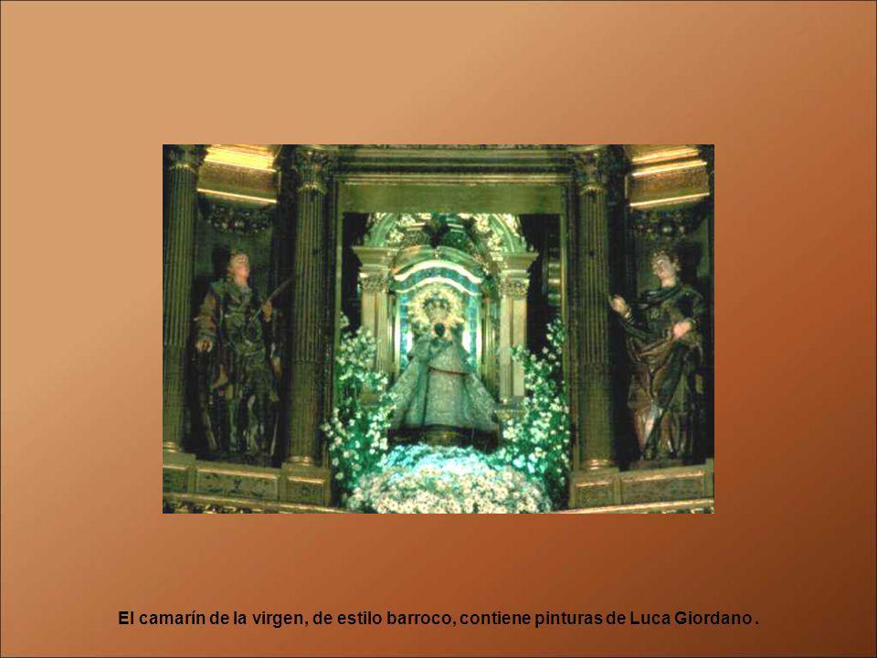 Es la estancia más sorprendente del Monasterio. Es una maravilla del barroco español, tiene forma de cruz griega y fue construida por Francisco Rodríg