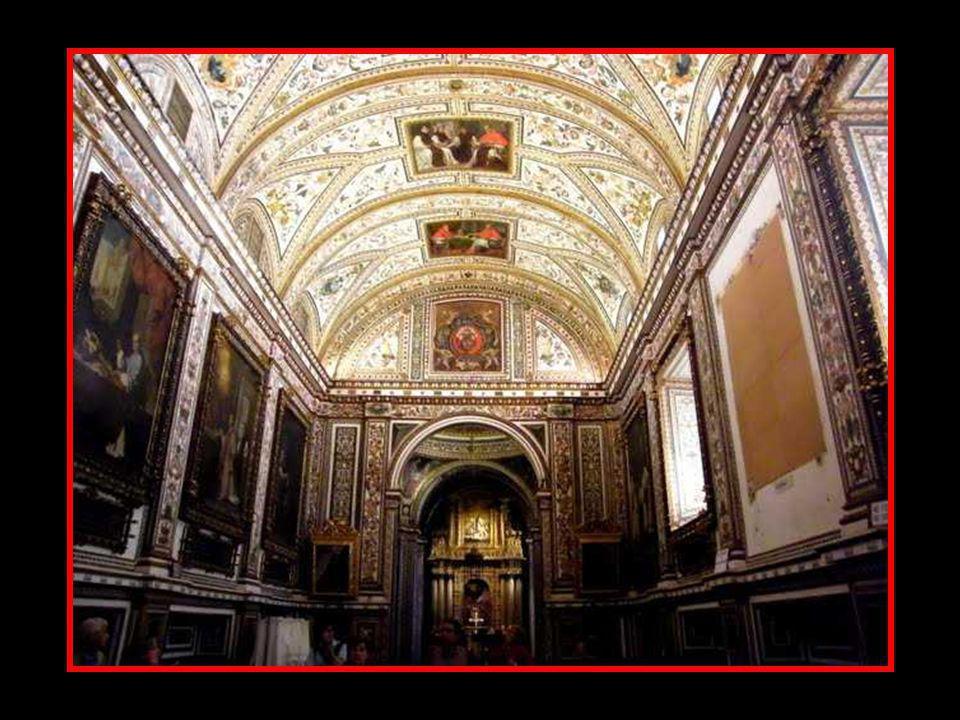 La Sacristía del Monasterio de Guadalupe (1638-1645) es una nave rectangular dividida en cinco bóvedas de medio punto sostenidas por pilastras de orde