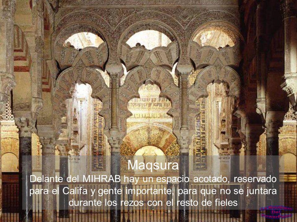 Frescos en techo y muros de la capilla del Sagrario.