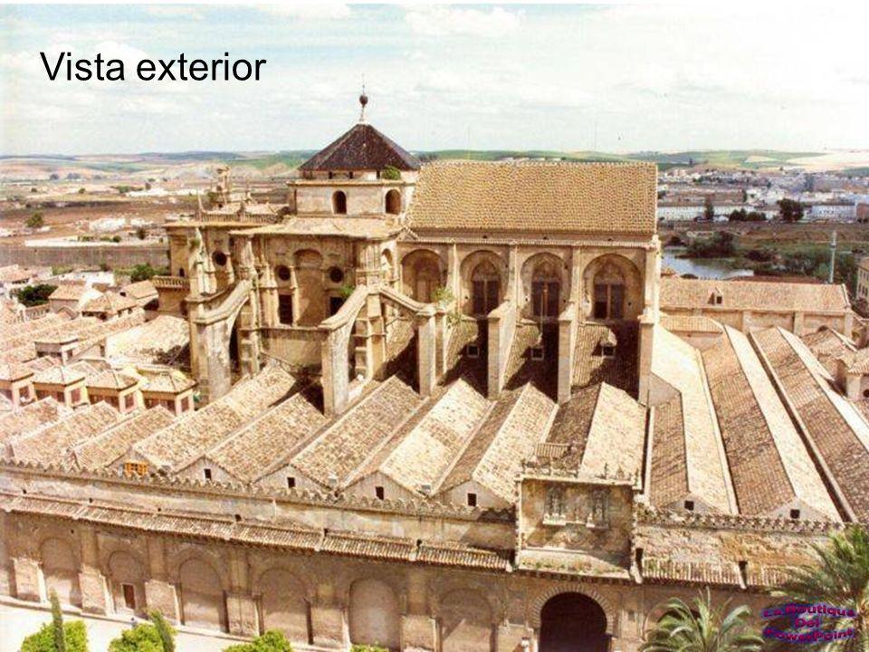 La Mezquita-Catedral de Córdoba es el monumento más importante de todo el Occidente islámico y uno de los más asombrosos del mundo.