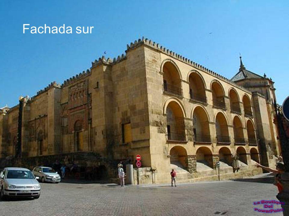 Vista del altar mayor renacentista y del sagrario de la catedral de Córdoba.