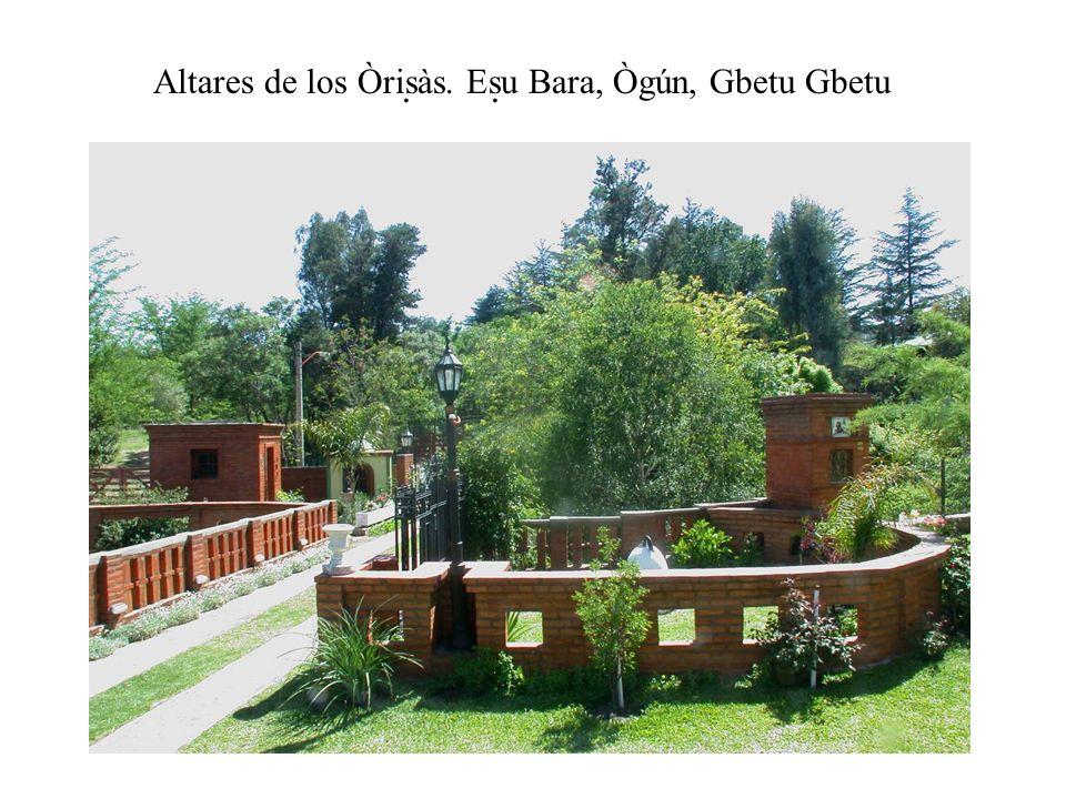 Altares de los Òrisàs. Esu Bara, Ògún, Gbetu Gbetu..
