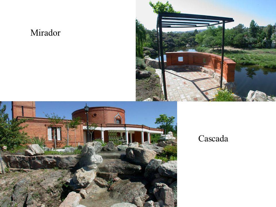 Jardín de entrada Jardín con la fuente