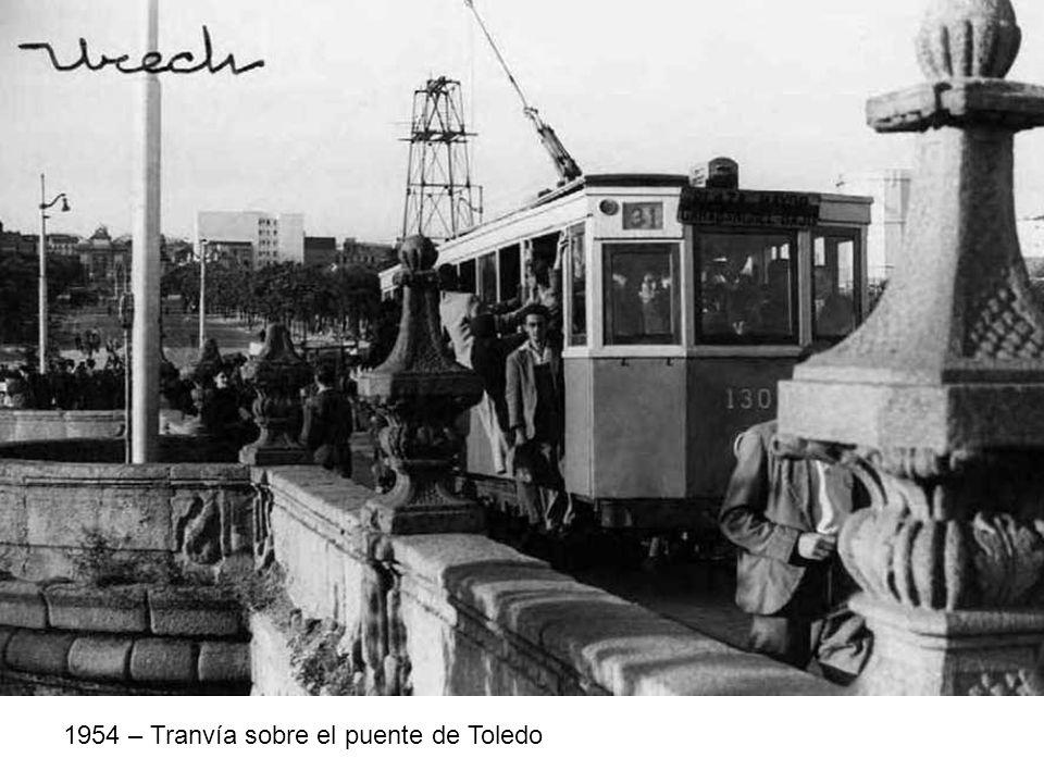 1954 – Tranvía sobre el puente de Toledo