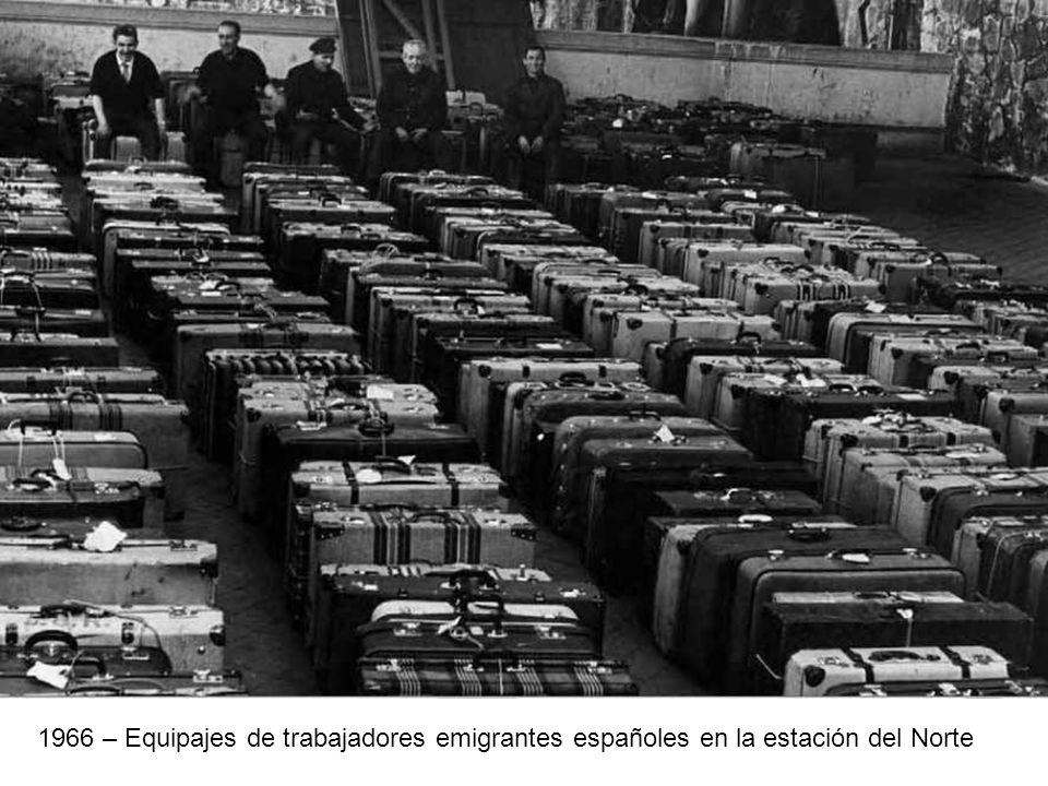 1966 – Equipajes de trabajadores emigrantes españoles en la estación del Norte