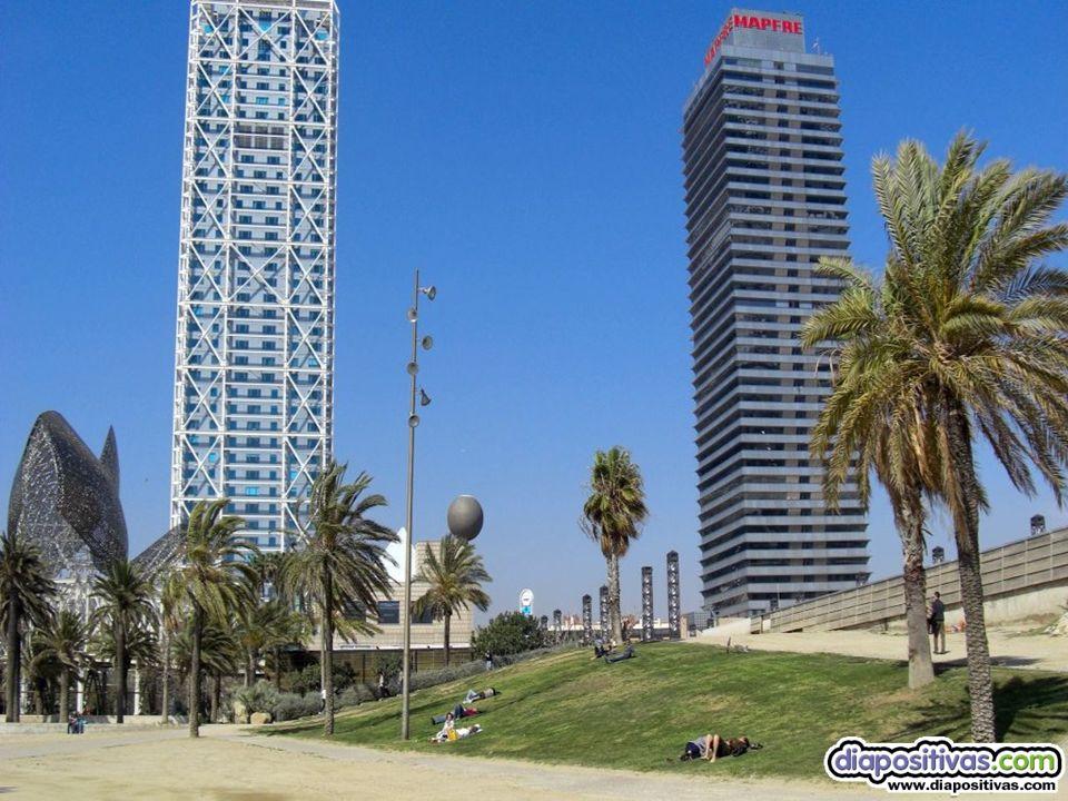 Torres Mapfre Situadas en el puerto olímpico, tienen 157 m de altura y 45 plantas. Fueron construidas en 1991 y 1992 con motivo de los juegos olímpico