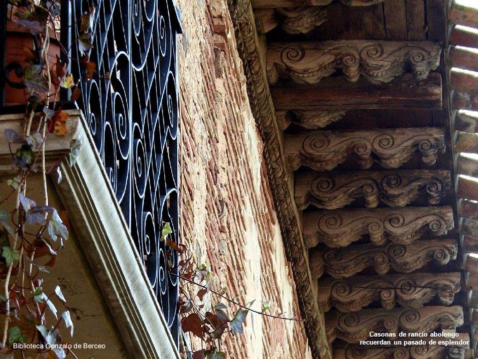 Madera, adobe y piedra son los materiales fundamentales en la construcción de sus edificios