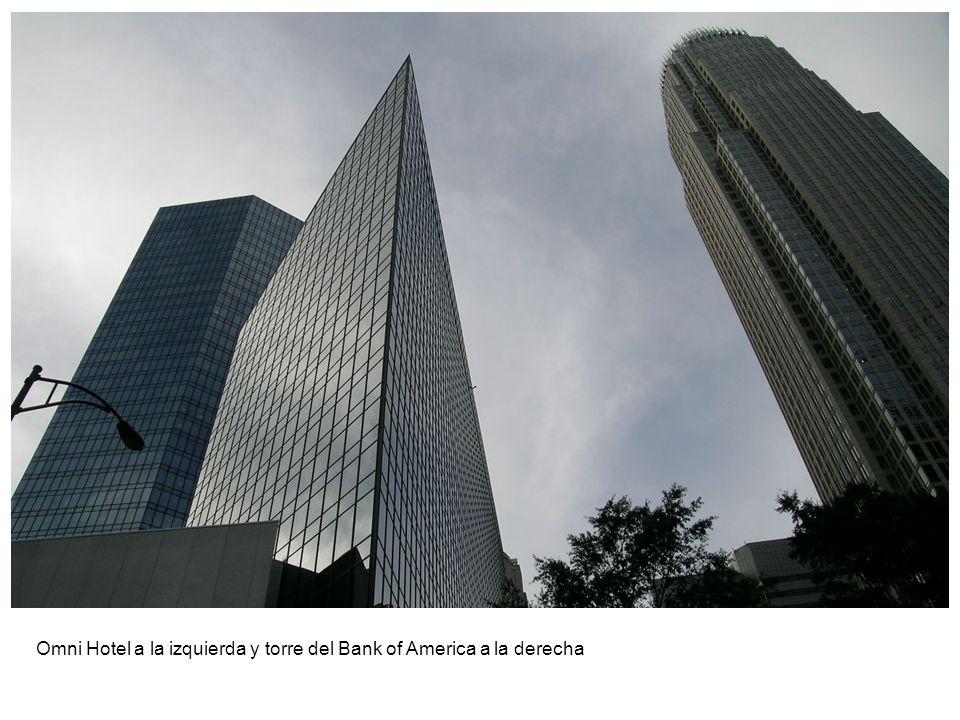 Omni Hotel a la izquierda y torre del Bank of America a la derecha