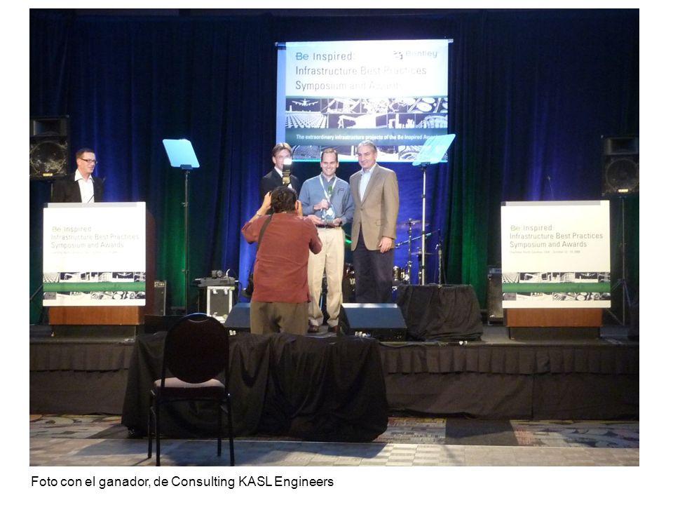 Foto con el ganador, de Consulting KASL Engineers