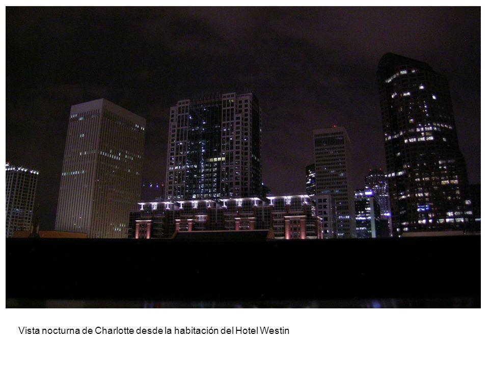 Vista nocturna de Charlotte desde la habitación del Hotel Westin