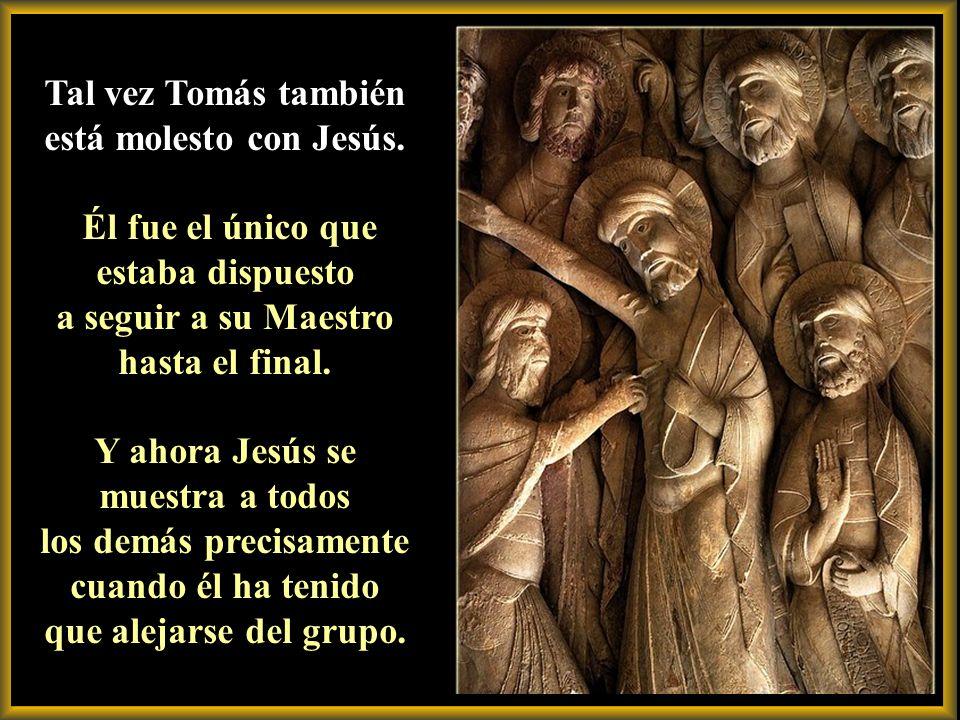 Sólo está molesto por el entusiasmo de sus compañeros. Los que antes rechazaban la cruz, ahora aceptaban apresurados la gloria. Le parecen unos oportu