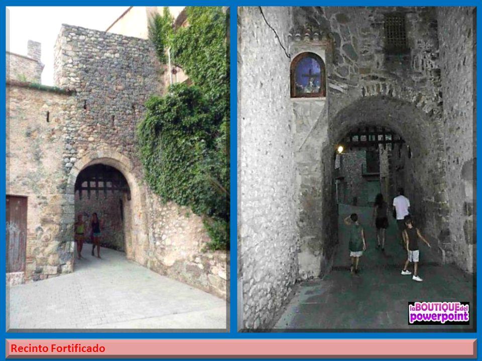 Su población amurallada del siglo XIV - XV aún se conserva. El trazado medieval está formado por un recinto de forma casi triangular, con cuatro torre