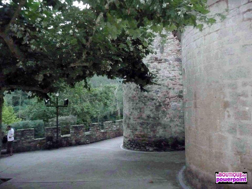 Recinto amurallado, núcleo antiguo del pueblo el origen del cual es posible que se remonte a finales del Imperio romano. La primera citación es del s.