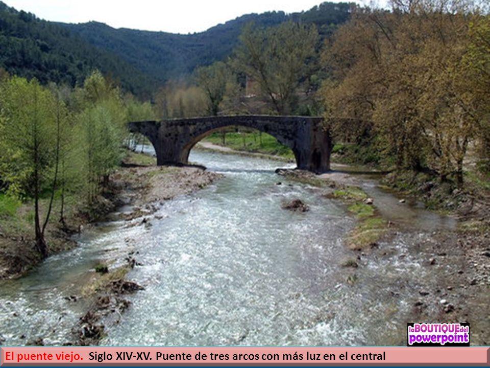 El rio La Muga, que atraviesa el término municipal en un recorrido de once kilómetros, que invitan a bañarse. vistas de los puentes