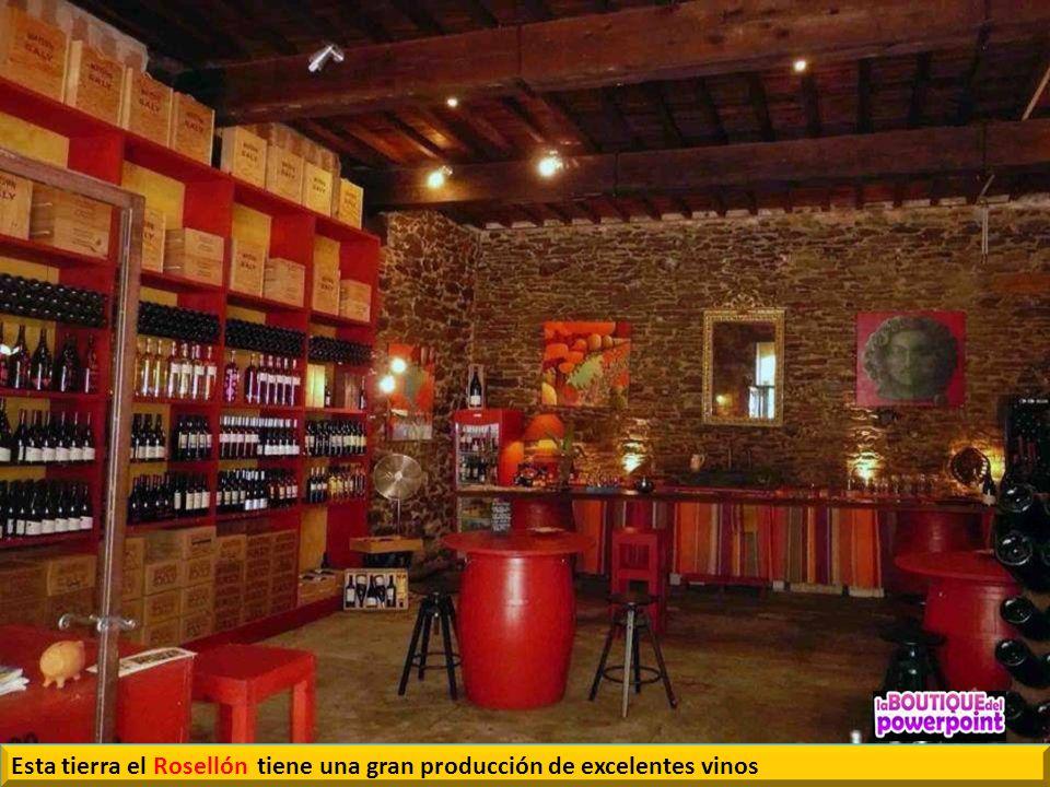 Cotlliure. Mercadillo donde abundan las identidades catalanas