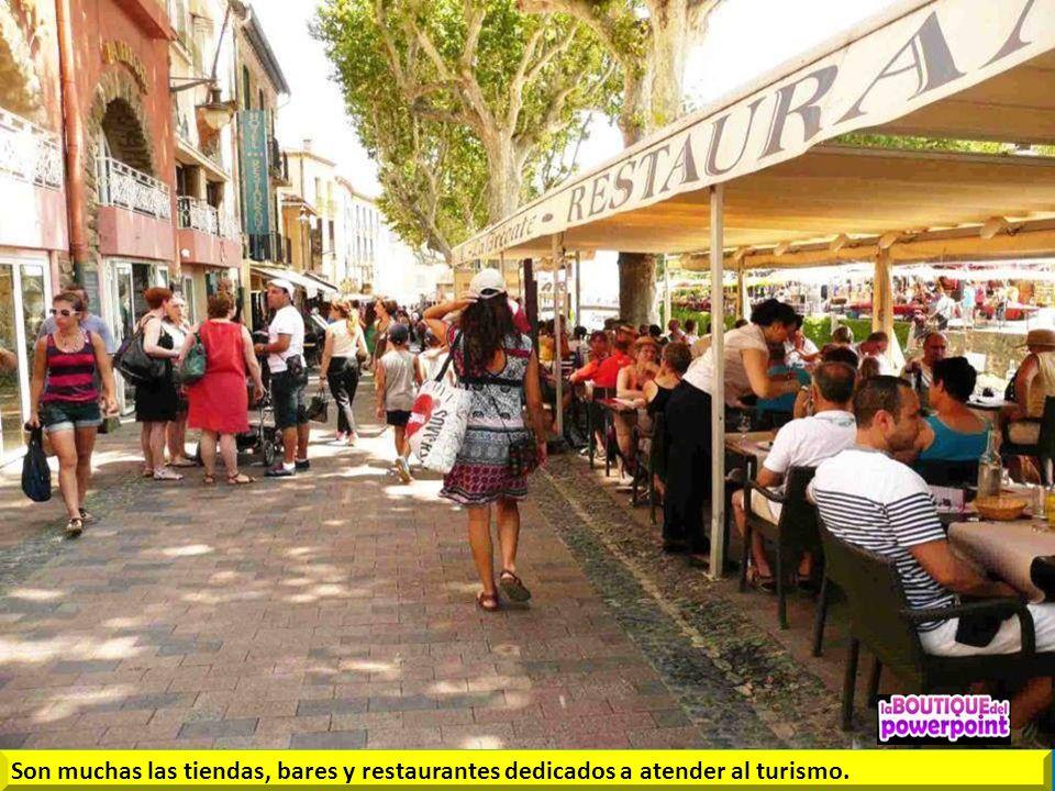 El Casco antiguo de Colliure está formado por muchas calles estrechas conservadas con el encanto de la Costa Azul francesa.