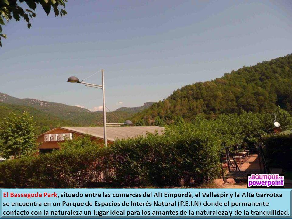 El Bassegoda Park, situado entre las comarcas del Alt Empordà, el Vallespir y la Alta Garrotxa se encuentra en un Parque de Espacios de Interés Natural (P.E.I.N) donde el permanente contacto con la naturaleza un lugar ideal para los amantes de la naturaleza y de la tranquilidad.