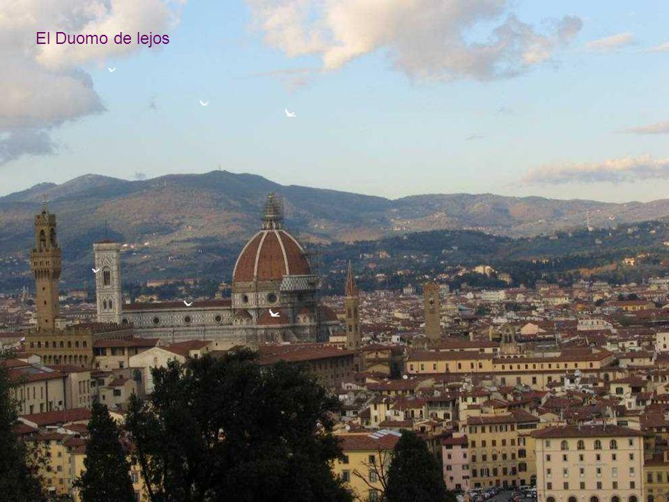 El Duomo, una de las mayores catedrales del mundo, junto con la de San Pedro Roma, San Pablo, Londres, y la de Sevilla.