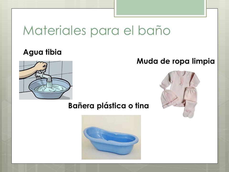 Materiales para el baño Agua tibia Bañera plástica o tina Muda de ropa limpia