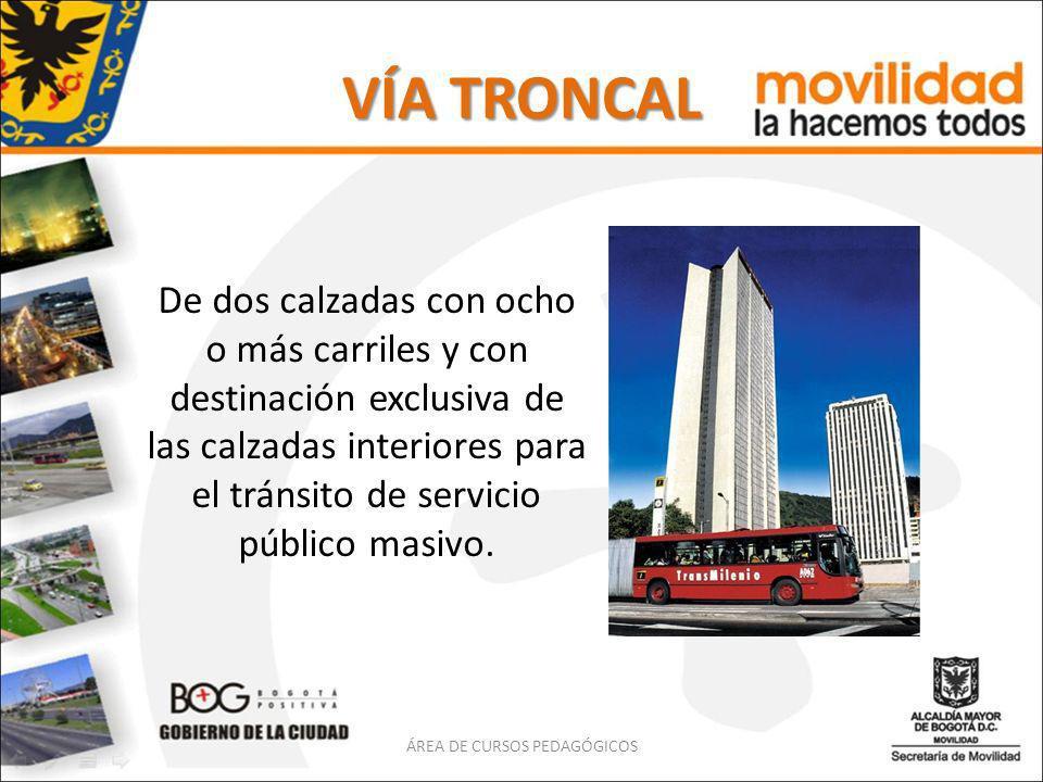 VÍA TRONCAL De dos calzadas con ocho o más carriles y con destinación exclusiva de las calzadas interiores para el tránsito de servicio público masivo