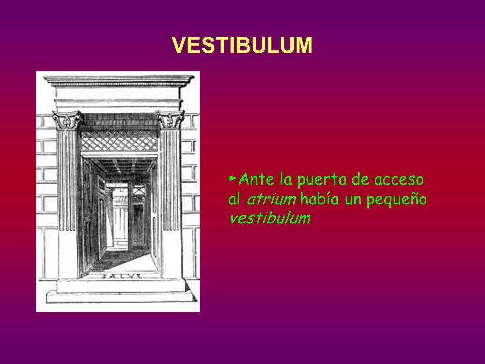 Ante la puerta de acceso al atrium había un pequeño vestibulum.