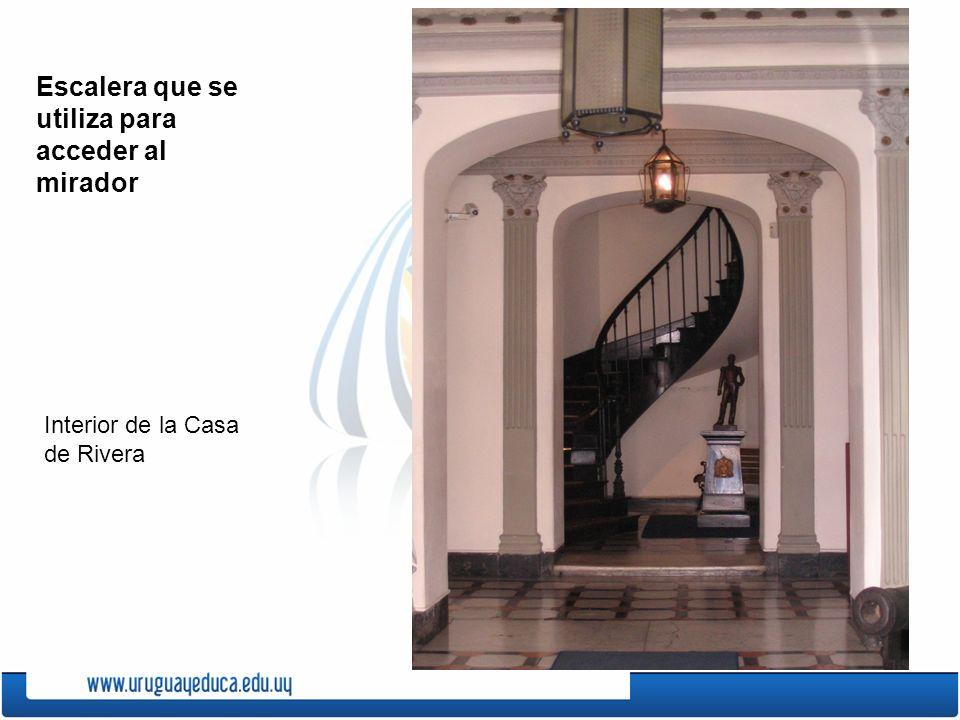 Escalera que se utiliza para acceder al mirador Interior de la Casa de Rivera